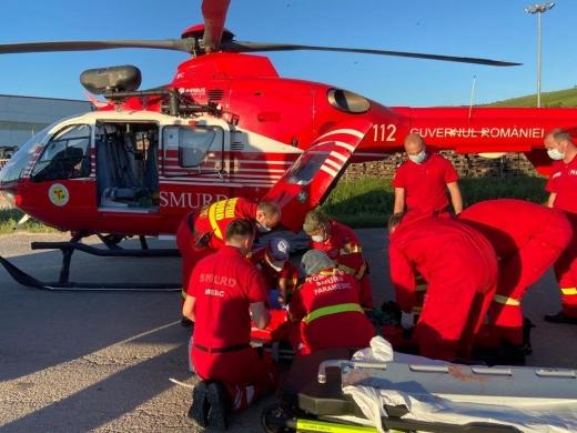 Un copil a fost transportat cu elicopterul SMURD la spital după ce a fost lovit de o mașină