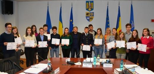 Elevii de 10 ai Clujului vor fi răsplătiți! 2.500 de lei pentru cei cu notă maximă la Bacalaureat