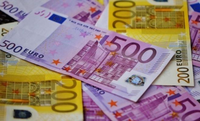 Cursul euro a scăzut la minimul ultimelor două luni