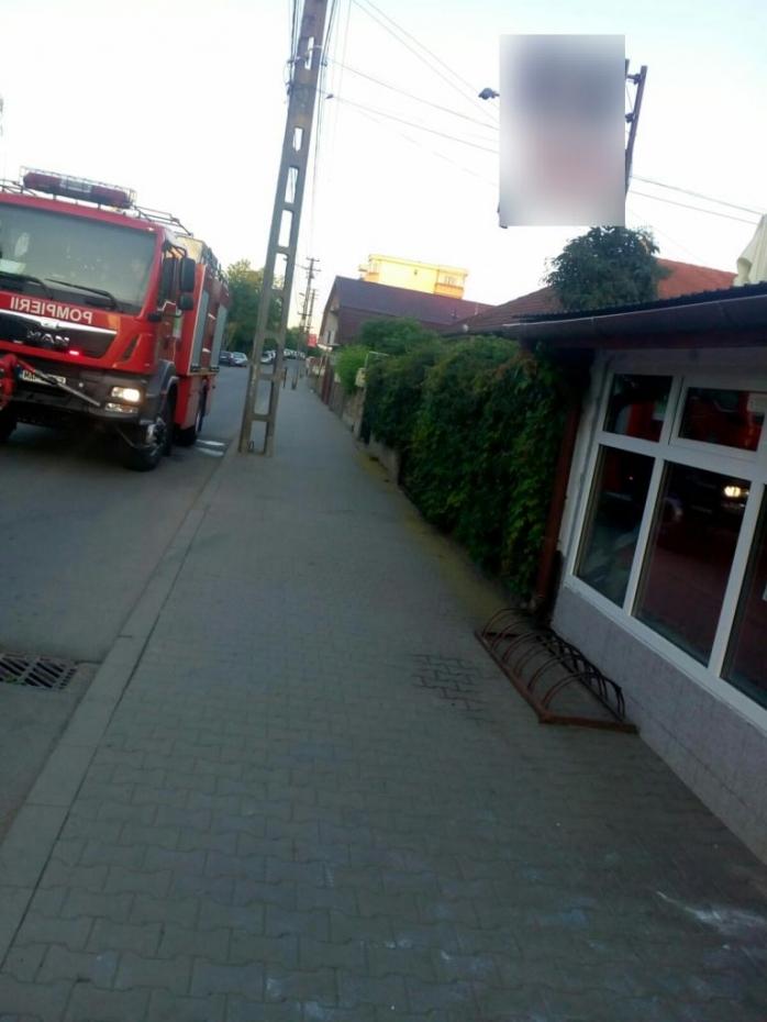 Incendiu la un bar din Gherla. Au intervenit pompierii