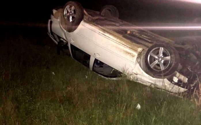 Mort de beat, s-a dat cu mașina peste cap și a ajuns într-un șanț