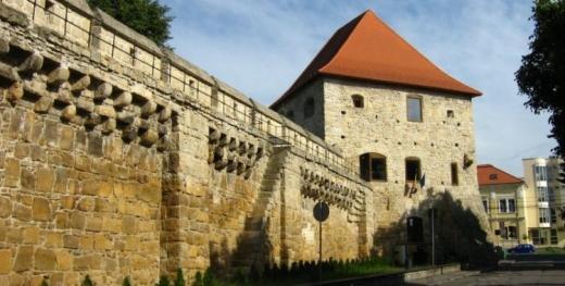 o-expozitie-muzeu-va-fi-deschisa-in-turnul-croitorilor-istoria-academica-a-clujului-omagiata-de-ubb