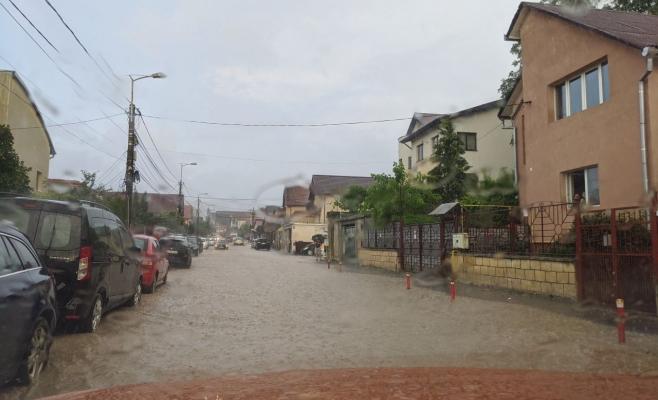 Inundațiile au făcut ravagii în Cluj-Napoca și Florești. Pompierii au acționat întreaga noapte