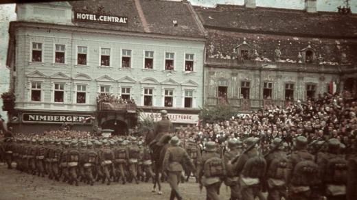 O fotografie veche de opt decenii cu soldați maghiari în inima Clujului face furori pe net, sursă foto: www.azopan.ro / www.fortepan.hu