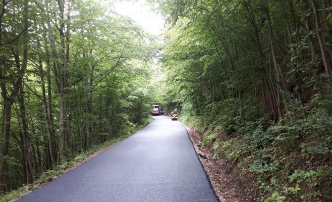 Cel mai frumos drum din Țara Moților a fost modernizat. Este turnat asfalt proaspăt