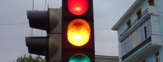 Se pun în funcțiune semafoare pentru patru treceri de pietoni