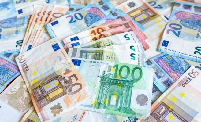 Euro nu se desprinde de 4,84 lei