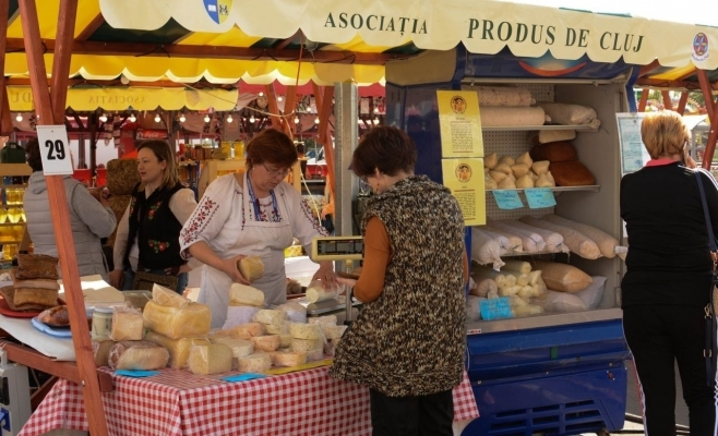 Târg cu produse locale, în centrul Clujului