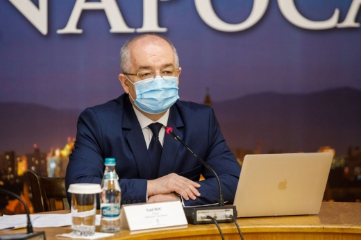 Emil Boc spune că nu s-a testat pentru COVID-19, deși prefectul e pozitiv și viceprimarul, în izolare