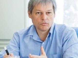 """Cioloș: """"Aflu că unele televiziuni spun că aș fi """"forțat"""" urcarea într-un avion de la București la Cluj"""". De ce a decis să renunțe la călătorie?"""
