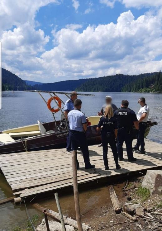 Polițiștii clujeni le vin de hac proprietarilor de bărci de pe lacul Beliș
