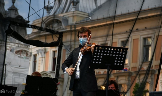 Vioara Stradivarius Elder-Voicu a răsunat în Piața Unirii la concertul lui Alexandru Tomescu, foto: Paul Gheorgheci/monitorulcj.ro