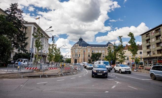 Clujul, tot mai verde! Au fost plantați primii arbori în Piața Lucian Blaga - FOTO