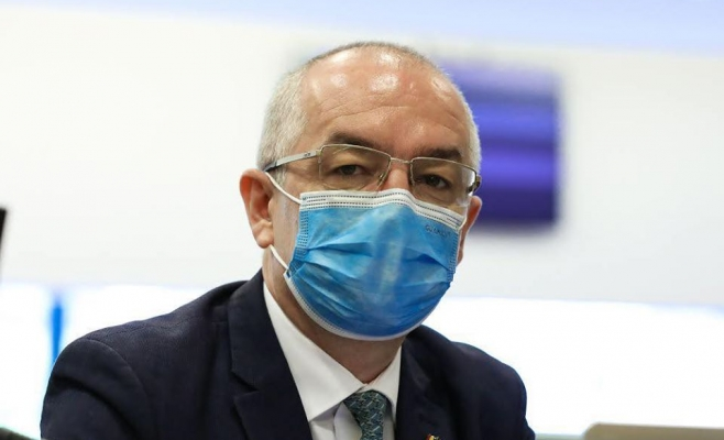 """Emil Boc dă de pământ cu politicienii """"mecanici"""": """"Nu e normal să ia decizii în locul medicilor!"""""""