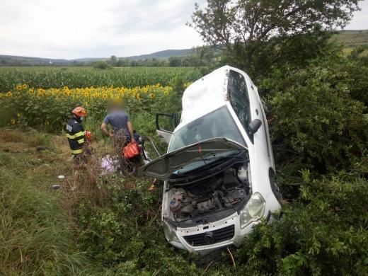Trei copii și o femeie au fost transportați la spital după un accident petrecut pe DJ161