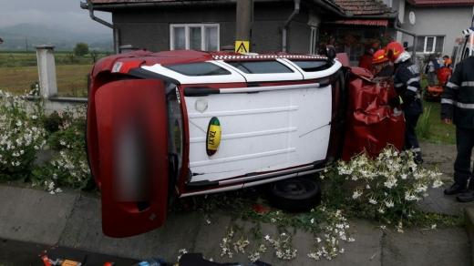FOTO Ziua răsturnărilor! Două accidente, două mașini răsturnate pe șoselele din Cluj, sursă foto: ISU Cluj