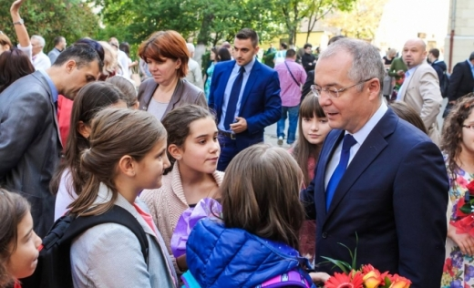 """139.000 de lei vor fi alocați de consiliul local pentru premierea elevilor clujeni """"de 10"""" și a profesorilor lor"""