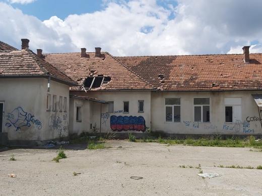 """Școala """"fantomă"""" din Cluj, vandalizată și dată uitării. Ar urma să devină azil de bătrâni, foto: Facebook Clujul Civic/Sorin Terinte"""