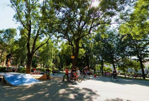 Un parc din Cluj mai câștigă câțiva metri pătrați. Luciu de apă, cercetări arheologice și reamenajare completă