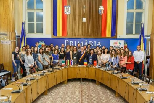 Emil Boc promovează educația și recompensează elevii din Cluj