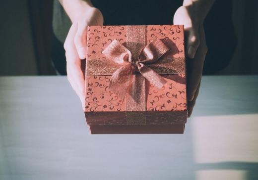 7 cadouri pe care nu trebuie să le primești! Ele aduc ghinion și boli grave în viața ta