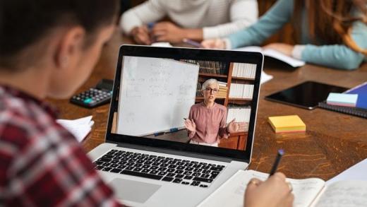 Educația online nu poate înlocui educația din clasă