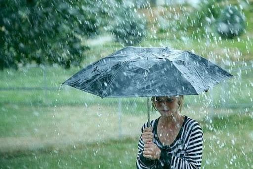 Vremea se schimbă brusc! Cod portocaliu de ploi, grindină și descărcări electrice