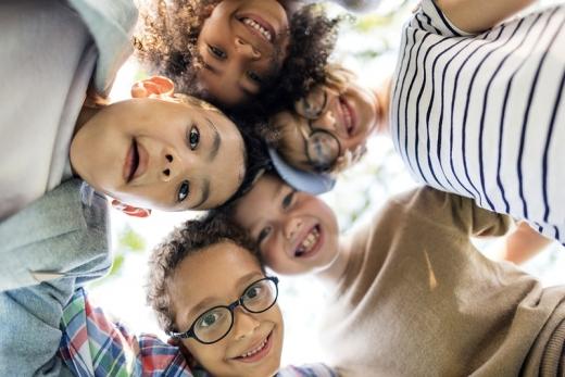 Copiii, de până la 100 de ori MAI CONTAGIOȘI decât adulții?