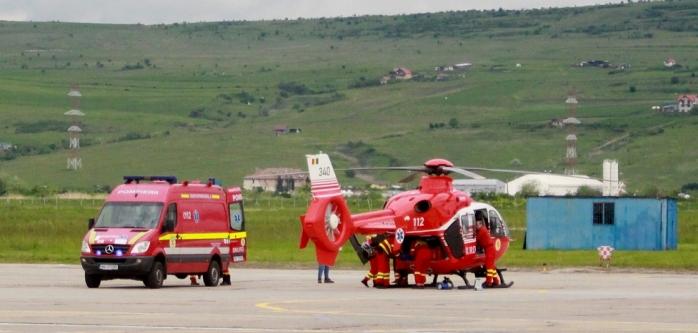 Doi pacienți cu COVID-19, intubați, transferați cu elicopterul la Cluj-Napoca de la Brașov