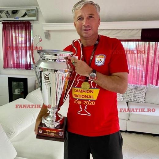 Dan Petrescu, alături de titlul de campion. Sursă foto: Fanatik