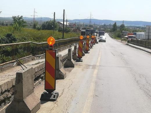 Veste bună pentru șoferi! S-a reluat circulația pe ambele sensuri, pe podul peste Arieș din Turda