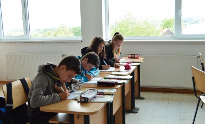 Prezența la școală, obligatorie atât în scenariul verde, cât și în scenariile galben și roșu