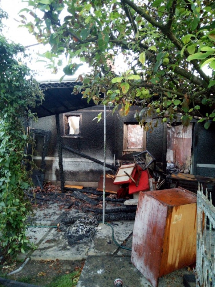 Două case din Viișoara au fost DISTRUSE de un incendiu