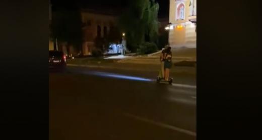 """VIDEO. Taximetriștii clujeni, foc și pară pe """"trotinetiști"""": """"Asistăm de câteva săptămâni la o adevarată invazie de trotinete verzi"""""""