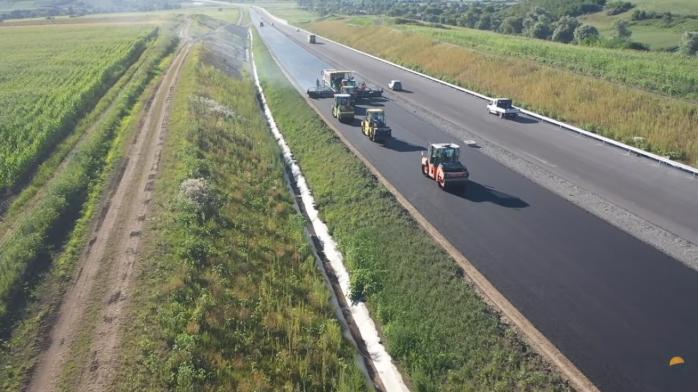 VIDEO. A3 prinde contur între Cluj și Mureș. Italienii au turnat primele straturi de asfalt