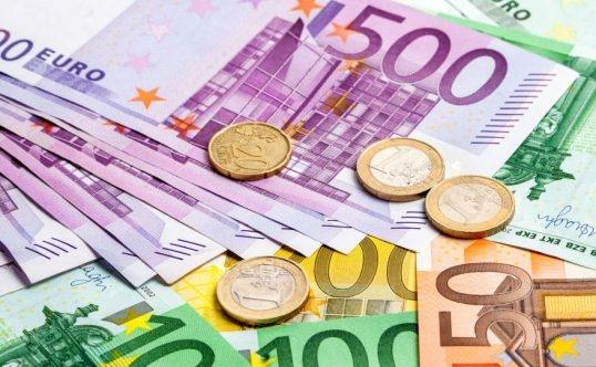 Curs Valutar. Euro, coborâre important în raport cu leu