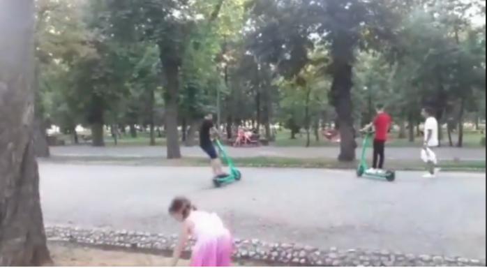VIDEO. Trotinetiștii, un adevărat pericol în Cluj-Napoca! Drifturi, accidente și pietoni în stare de șoc