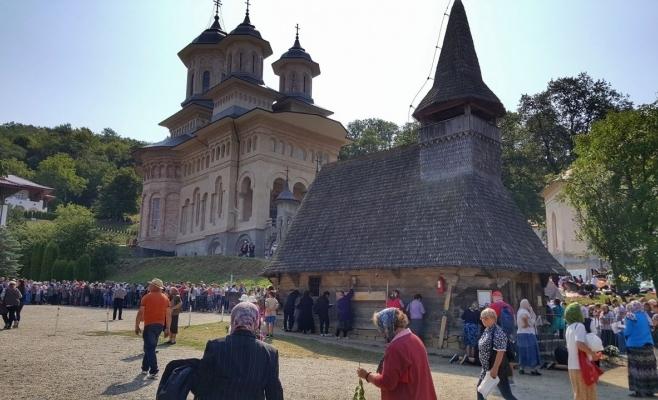 Mergi la Mănăstirea Nicula? REGULILE și PROGRAMUL Hramului de Adormirea Maicii Domnului