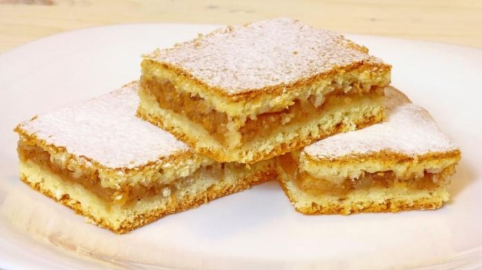 Rețetă prăjitură cu mere. Ce ingrediente ai nevoie și cum se prepară