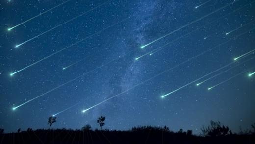 Spectacolul Perseidelor pe cer. Unde și când se pot urmări stelele pe cerul Clujului?