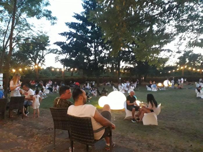 Clujenii încalcă regulile! Sute de oameni la Belvedere și nici o mască! FOTO