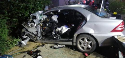 FOTO. Accident grav lângă Dej. Un bărbat a decedat, iar o femeie și trei copii au ajuns la spital