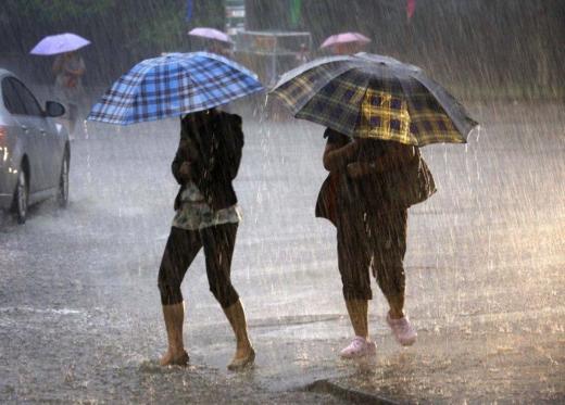 COD PORTOCALIU: Ploi torențiale și furtuni violente în zona de munte a județului Cluj
