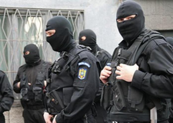 Percheziții de peste 12 ore la casa unui fost comisar de la Crimă Organizată Cluj