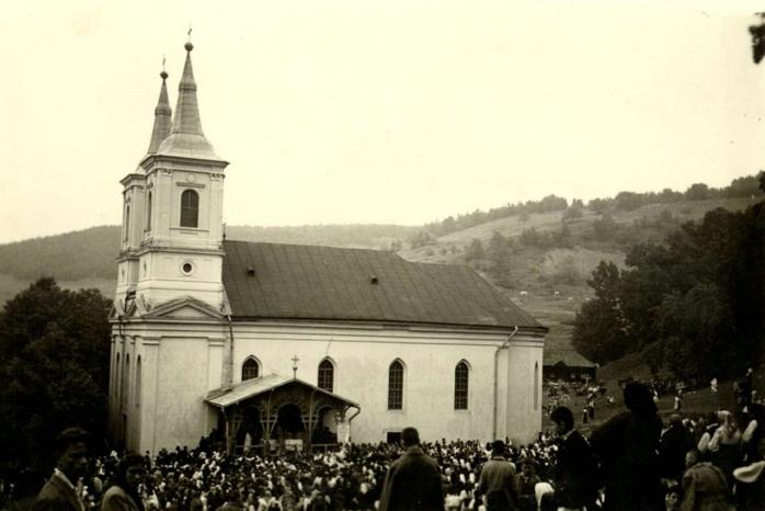 """Biserica veche de la Mănăstirea Nicula, DEMOLATĂ cu buldozerul: """"Se continuă politica de ștergere a urmelor Bisericii Greco-Catolice!"""""""