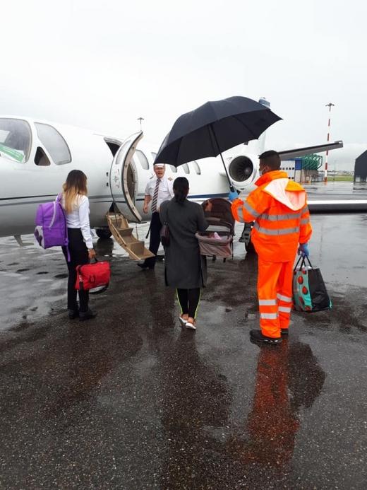 Apel către membrii Parlamentului! Asociația Blondie strânge bani pentru a cumpăra o ambulanță aeriană