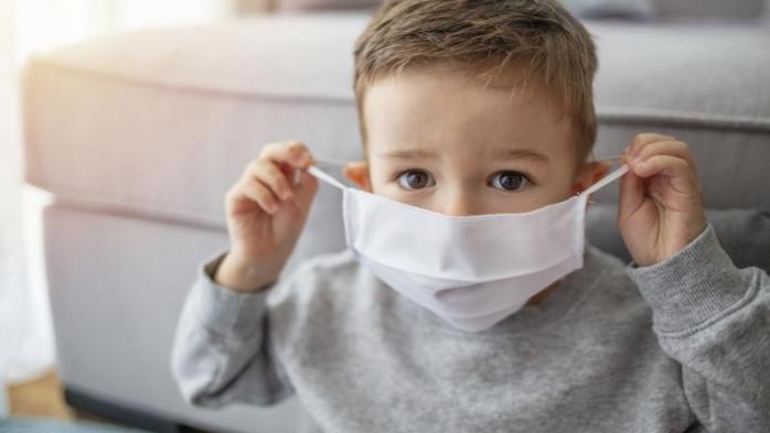 Elevii sunt obligați să poarte mască. Ce spune Ministrul Sănătății?