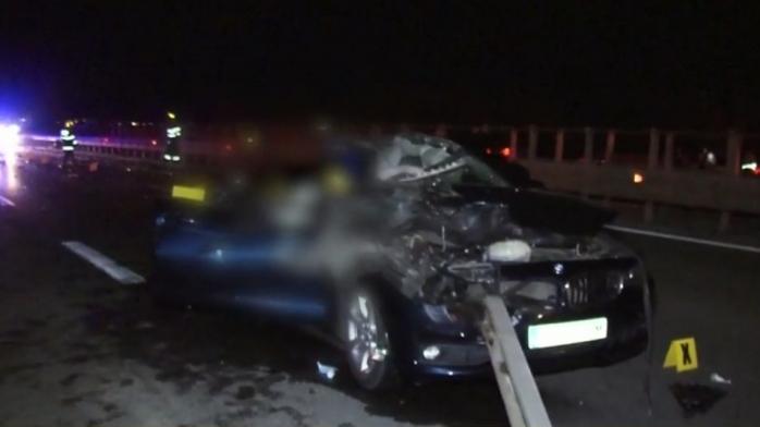 Dramă pentru o familie din Cluj! O mamă și copilul de 2 ani s-au stins din viață după ce un TIR a întors pe autostradă