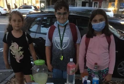 Gest inedit al unor copii din Cluj: vând limonadă pentru a ajuta un prieten cu cancer