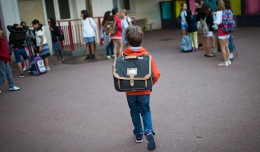 Elevii pot opta pentru învățământul online. Care sunt condițiile?